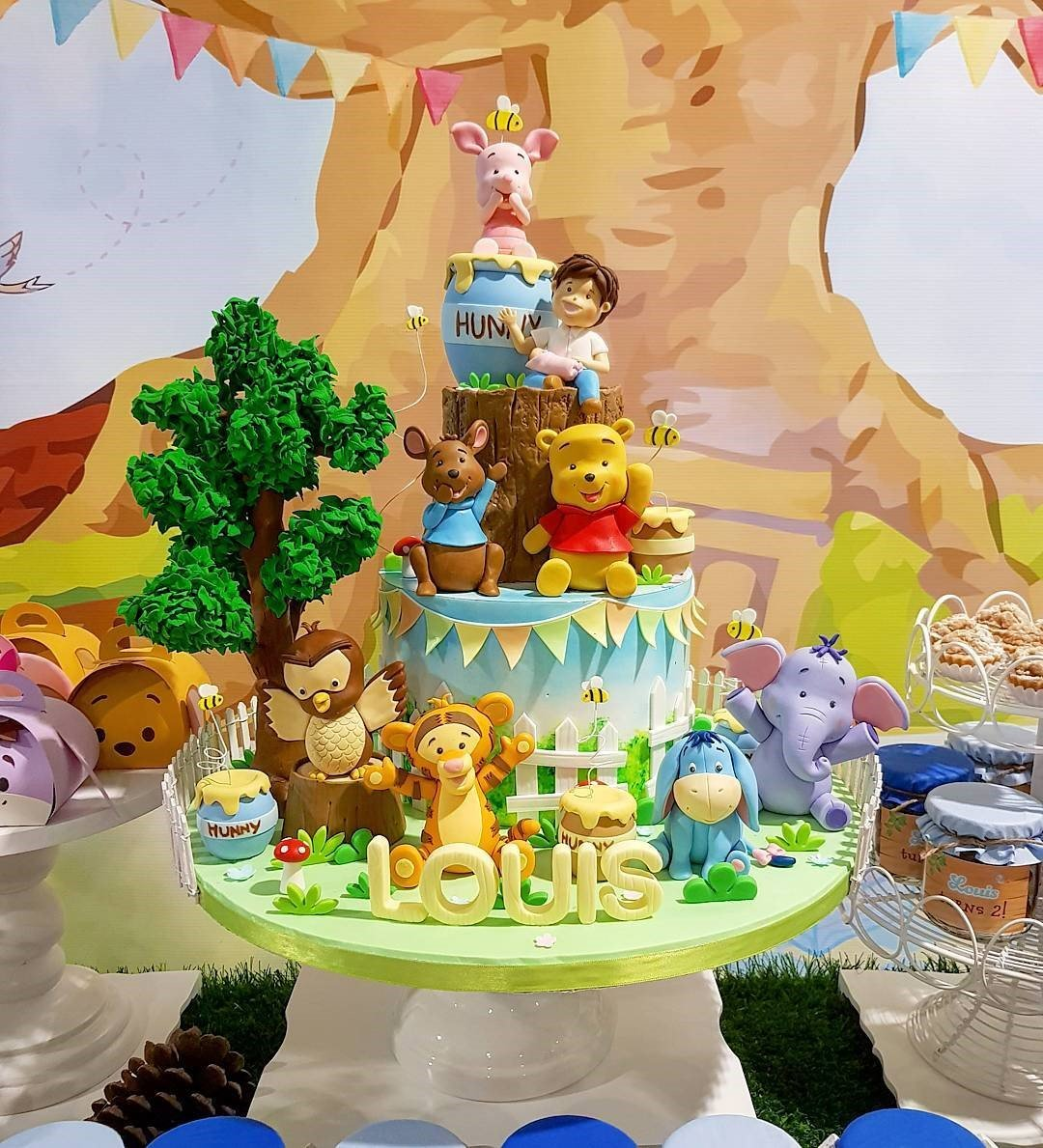 Winnie the pooh and his friend cake kids' birthday party dubai