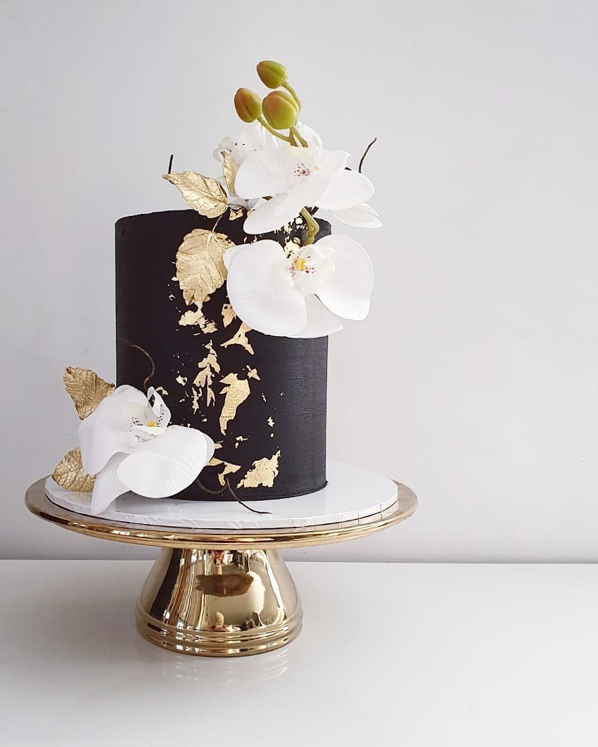 Gold N' Black Cake for lady for her events in dubai