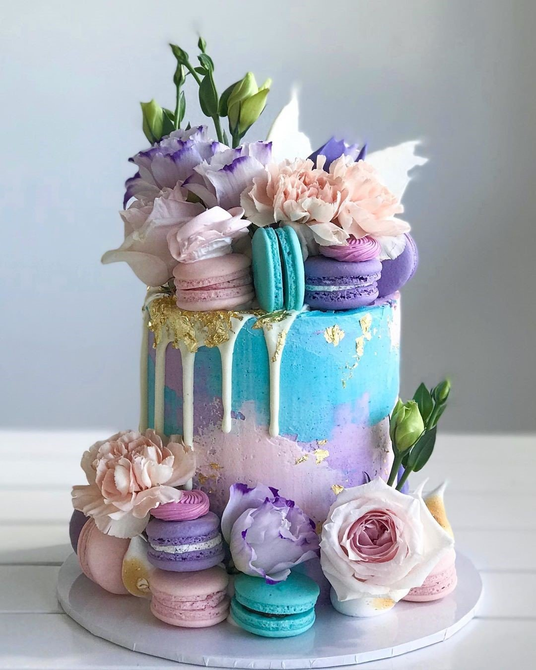 Blue Flower N' Macaroon Cake best event celebration cake for lady in dubai